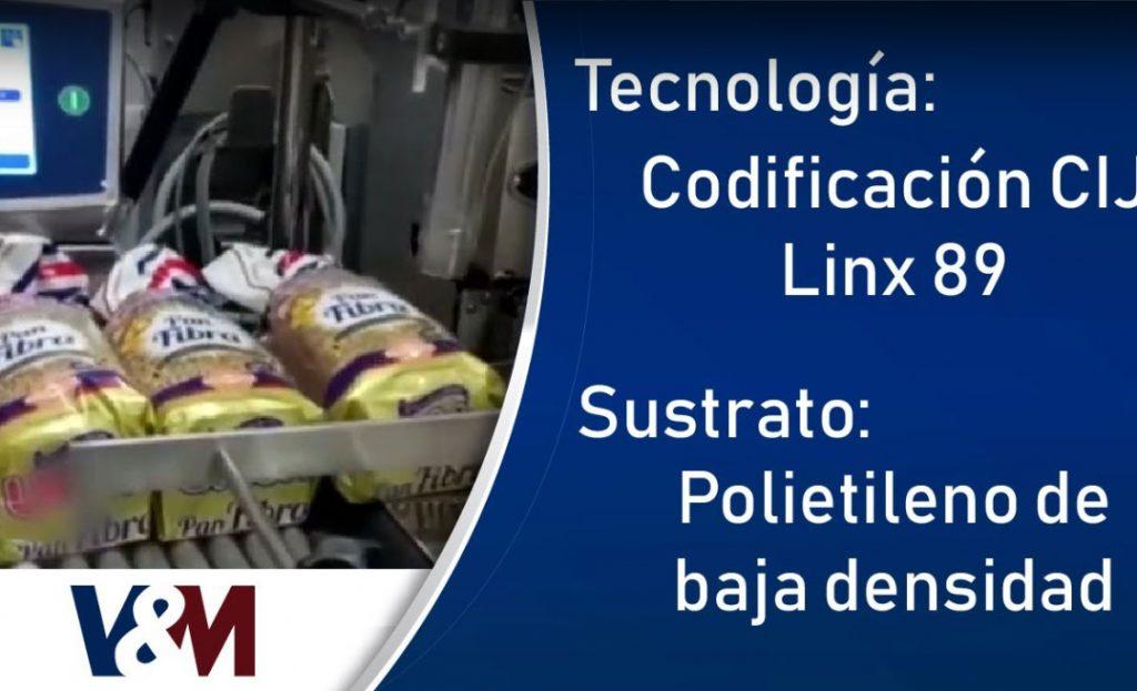 Codificación CIJ Linx 8900 sobre empaques de polietileno de baja densidad (LDPE) de panes